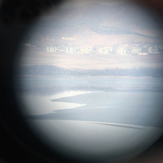looking_glass.n.korea